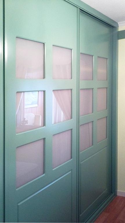 Armarios empotrados con puertas correderas o batientes - Como hacer puertas correderas ...