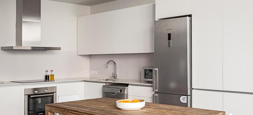Mueble cocina a medida lacado for Despensas de cocina a medida